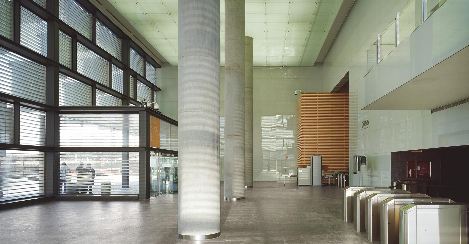Arquitectos con innovacion sede corporativas sede de for Oficinas telefonica